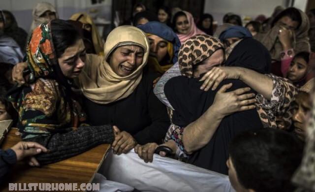 มีเหตุโจมตี โรงเรียนในปากีสถาน มีผู้เสียชีวิตอย่างน้อย 7 คนและบาดเจ็บอีกกว่า 50 คนจากเหตุระเบิดโจมตีโรงเรียนสอนศาสนาในเมืองเปชาวาร์ของปากีสถาน