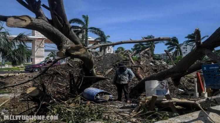 เฮอริเคนซีตา ที่เคลื่อนที่เร็วซึ่งเป็นพายุระดับ 2 กำลังใกล้แผ่นดินถล่มทางชายฝั่งตะวันออกเฉียงใต้ของรัฐลุยเซียนาซึ่งอาจส่งผลให้เกิดพายุได้ถึง 11 ฟุต