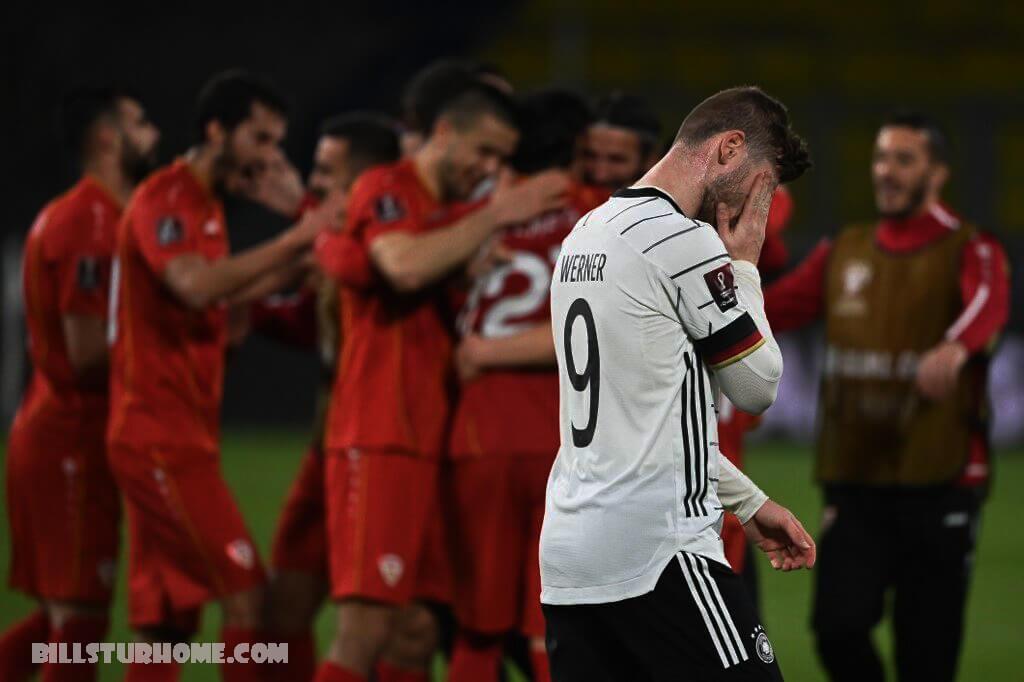 เยอรมนี ตะลึงกับมาซิโดเนีย เยอรมนีประสบกับความพ่ายแพ้ในฟุตบอลโลกรอบคัดเลือกครั้งแรกนับตั้งแต่ถูกอังกฤษถล่ม 5-1 เมื่อ 20 ปีที่แล้วหลังจากพ่ายแพ้คาบ้าน